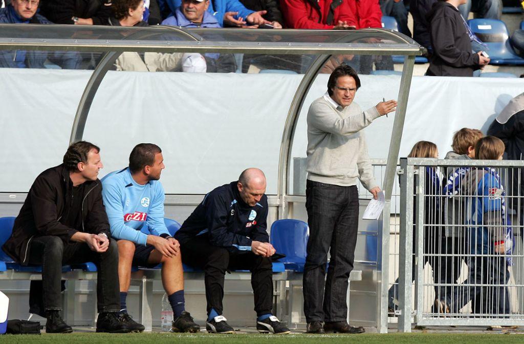 """Der Sportliche Leiter Joachim Cast (li.) arbeitete auch mit  Edgar Schmitt (re.) zusammen. """"Euro-Eddy"""" war von September 2008 bis April 2009 Cheftrainer der Stuttgarter Kickers.  Foto: Baumann"""