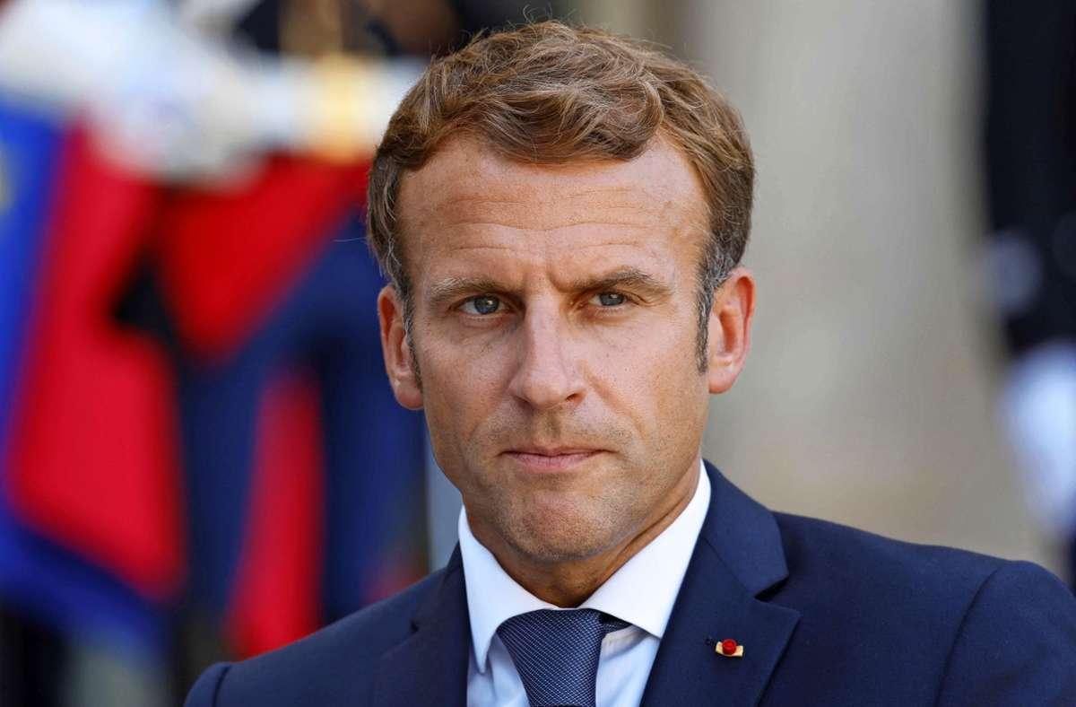 Aufgrund eines Fehlverhaltens ist das Corona-Impfzertifikat von Emmanuel Macron im Netz gelandet. (Archivbild) Foto: AFP/LUDOVIC MARIN