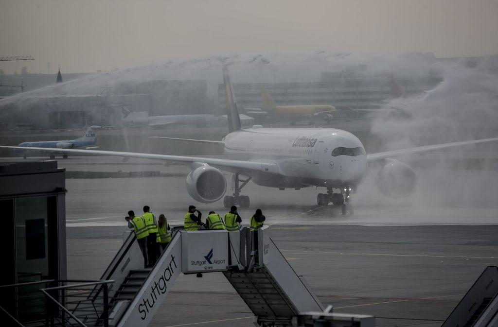 """Ein Airbus des Typs A350-900 erhielt am Montag bei seiner Taufe den Namen """"Stuttgart"""". Foto: Lichtgut/Leif Piechowski"""