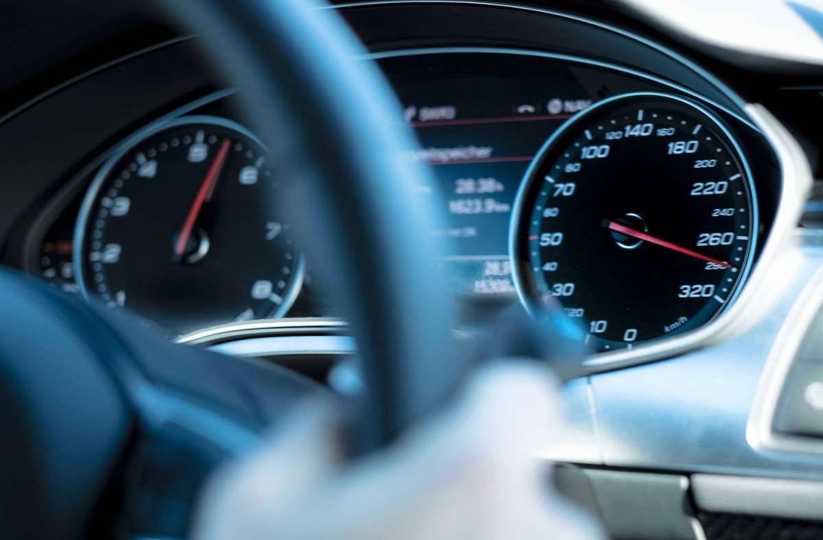 Der 37-Jährige soll mit mehr als 250 km/h unterwegs gewesen sein. (Symbolbild) Foto: imago/Westend61/imago stock&people