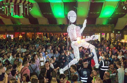 Es muss nicht immer  Schlager sein: Rave im Bierzelt ist ein Hit