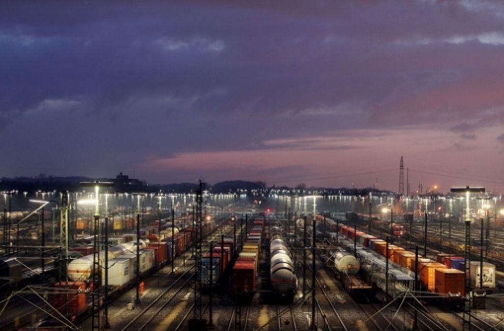 Züge auf dem Güterbahnhof in Maschen. Foto: dpa