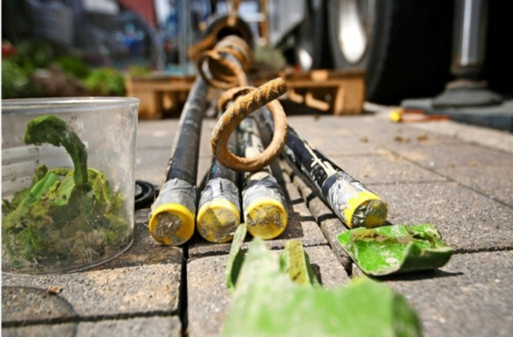 Die erfolgreich geborgenen Teile der Erdwärmesonde im Ort Zumhof Foto: Gottfried Stoppel