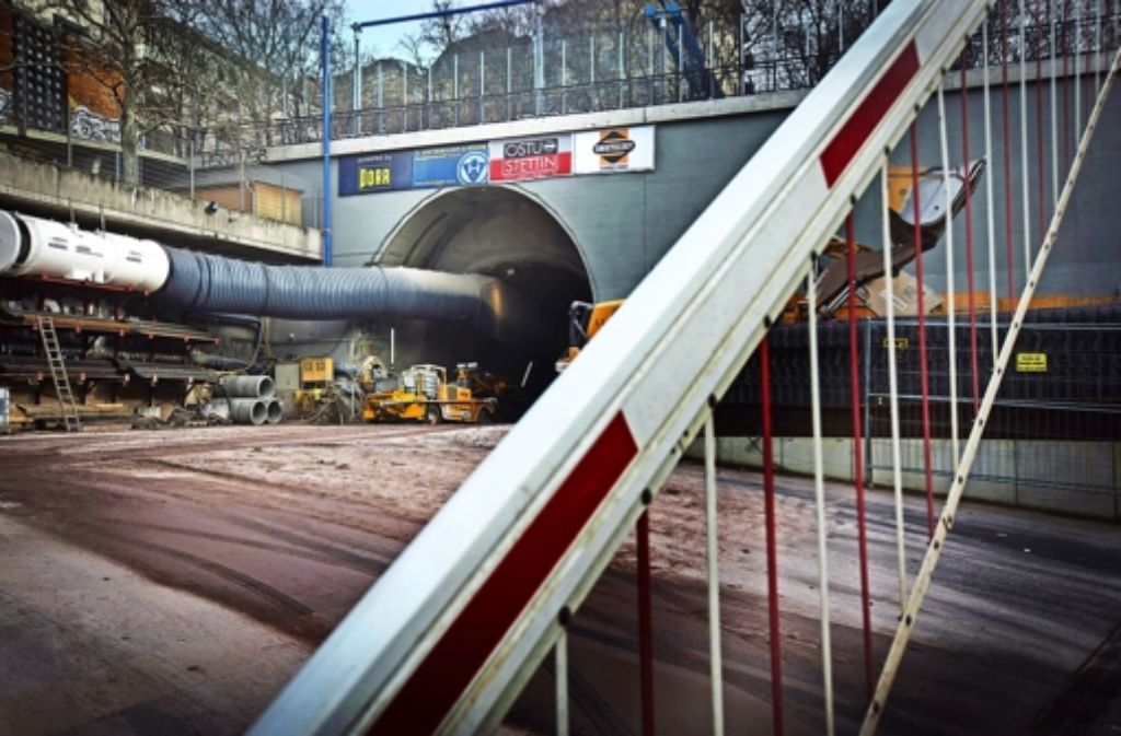 Der Abraum von der Baustelle am Wagenburgtunnel soll von Anfang Juli an mit einem Förderband abtransportiert werden. Foto: Achim Zweygarth