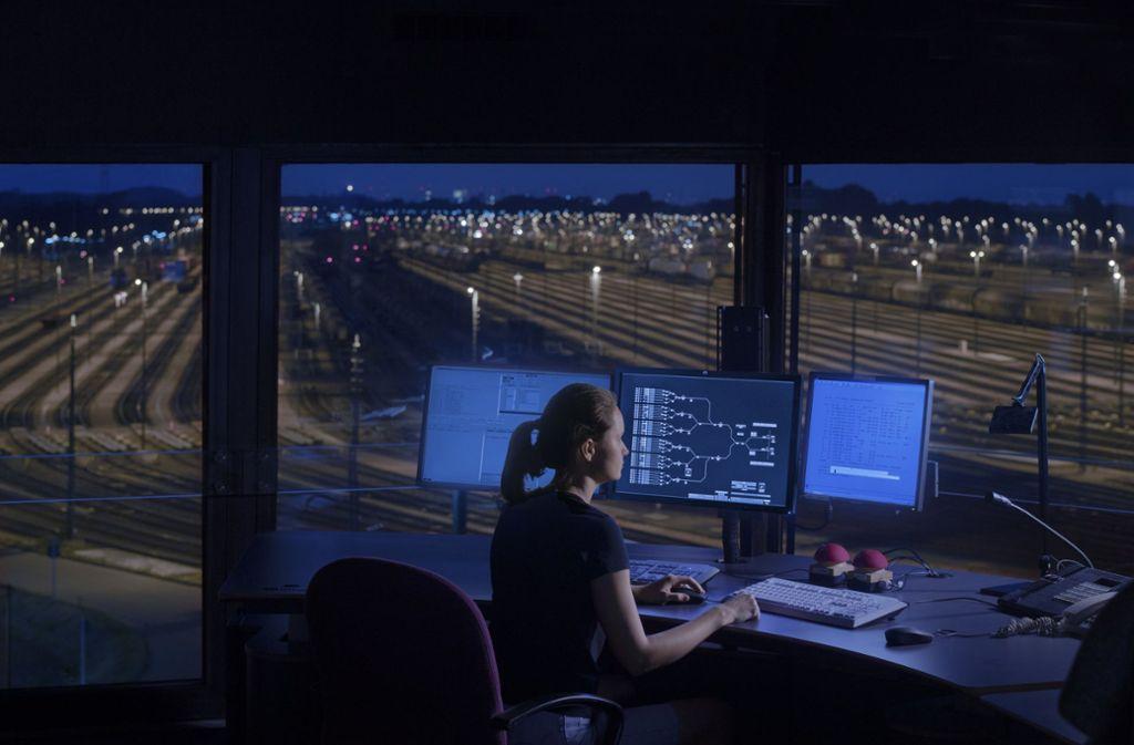 So soll ein neues digitales Stellwerk aussehen. Foto: Deutsche Bahn AG/Max Lautenschläger