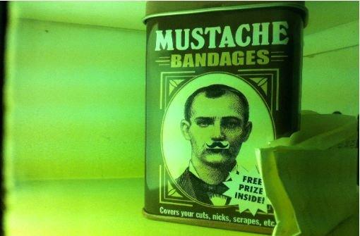 Der durchschnittliche Filmstudent lässt sich gerne mal einen Schnurrbart wachsen. Foto: Stefanie Ren