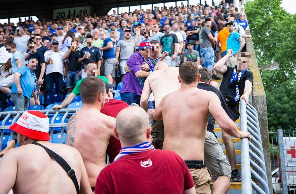 Fans beider Mannschaften haben sich während des Spiels geprügelt. Foto: Bongarts