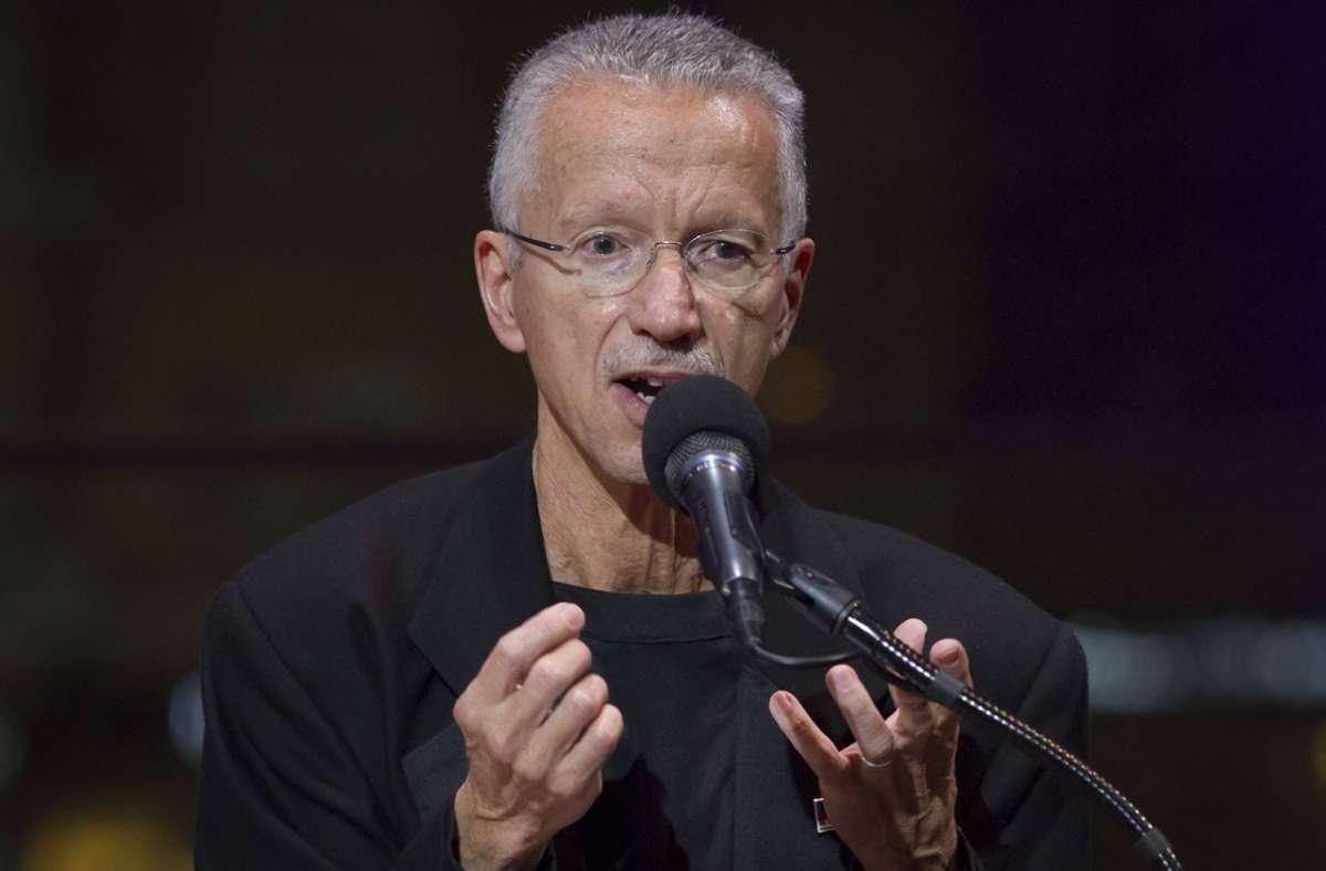 Keith Jarrett im Jahr 2014 bei einer Rede im New Yorker Lincoln Center. Bei seinen Konzerten erlaubt er keine Fotos. Foto: imago/AFLO/Takehiko Tokiwa