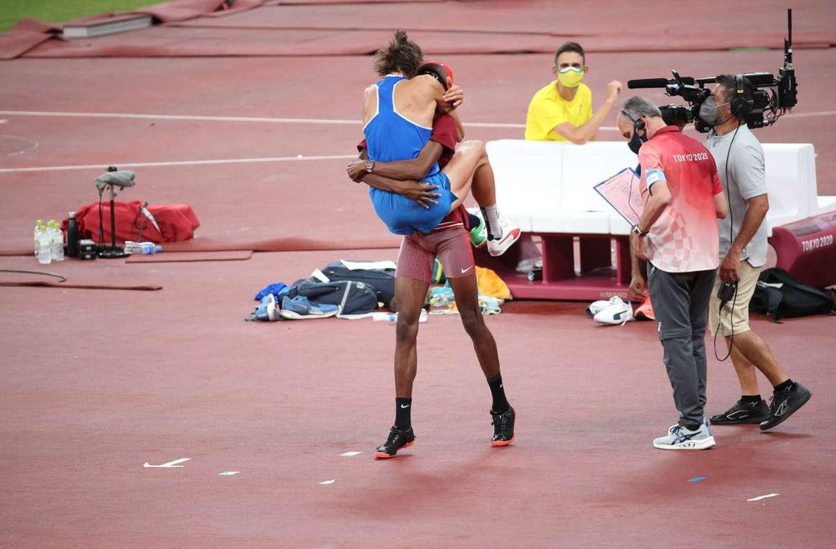 Ein olympischer Moment für jeden Rückblick: Essa Mutaz Barshim und Gianmarco Tamberi nach der Entscheidung zu Doppelgold. Foto: imago images/ZUMA Wire/Mickael Chavet
