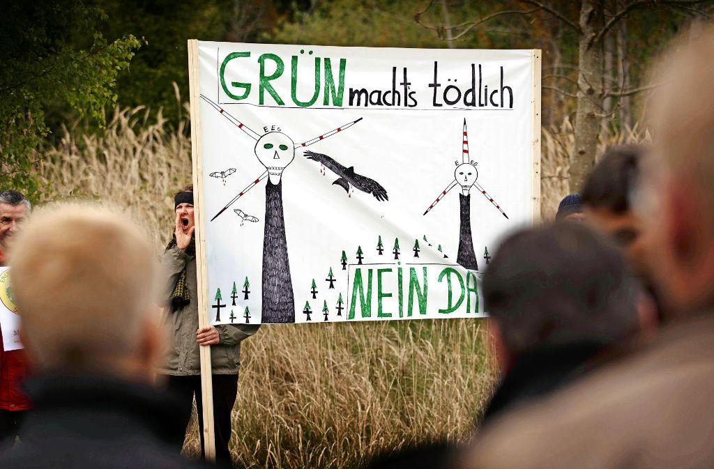 Scharfen Protest gab es gegen Windkraft auf dem Schurwald bei einem Besuch des grünen Umweltministers im April 2014. Foto: Stoppel/Archiv