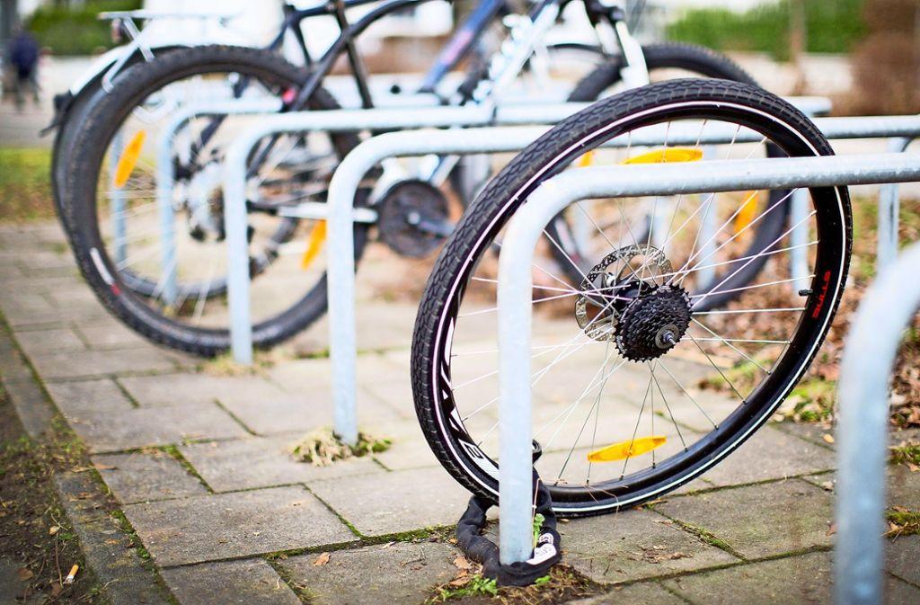 Gut gemeint, schlecht gesichert: Im vergangenen Jahr wurden bei der Polizei in Weilimdorf insgesamt 36  Fahrraddiebstähle gemeldet – ein Anstieg um 140 Prozent. Foto: dpa