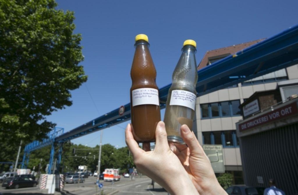 Der Streit um die Qualität des Wassers in den blauen Rohren geht weiter. Foto: Horst Rudel