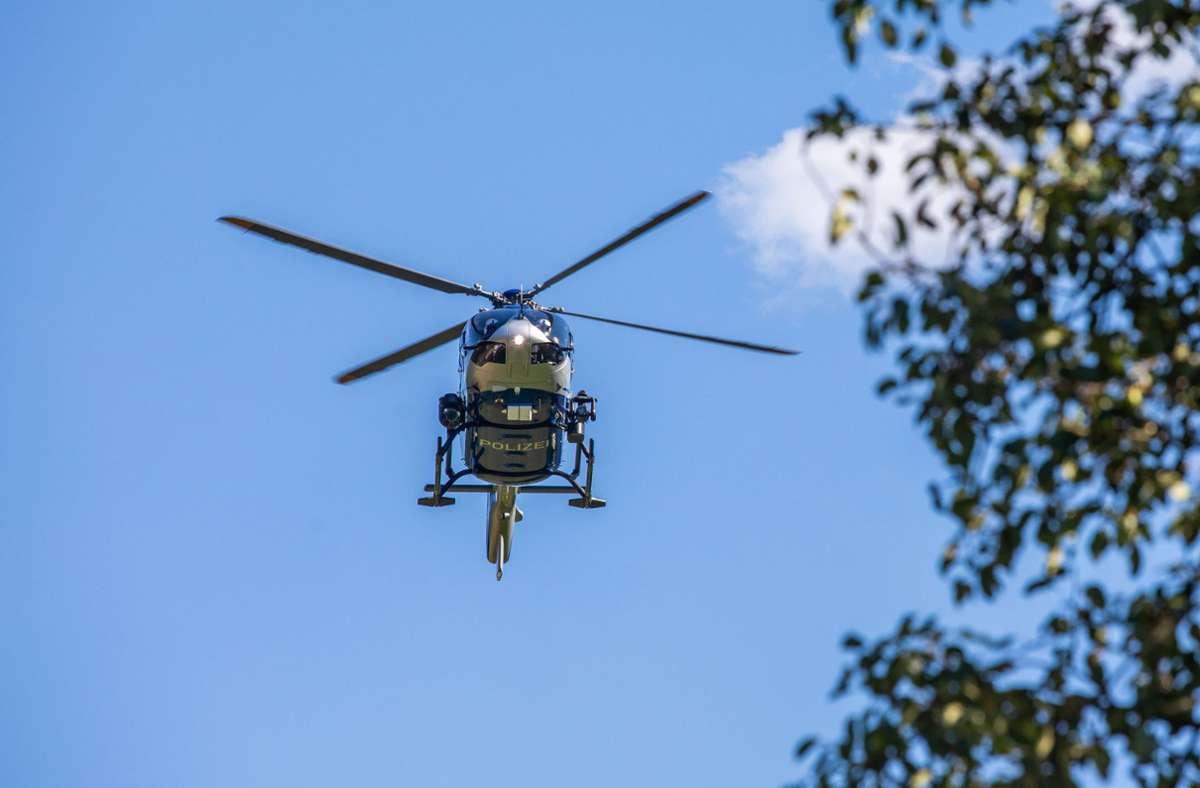 Auch eine Hubschrauberstaffel unterstützt die Einsatzkräfte der Polizei in Baden-Baden. (Symbolbild) Foto: dpa/Philipp von Ditfurth