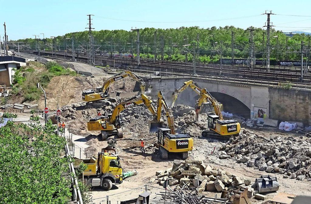 Rückbau der Brücke an der Wolframstraße – hier sollen Ende 2019 zwei    Behelfsrampen entstehen. Foto: Arnim Kligus