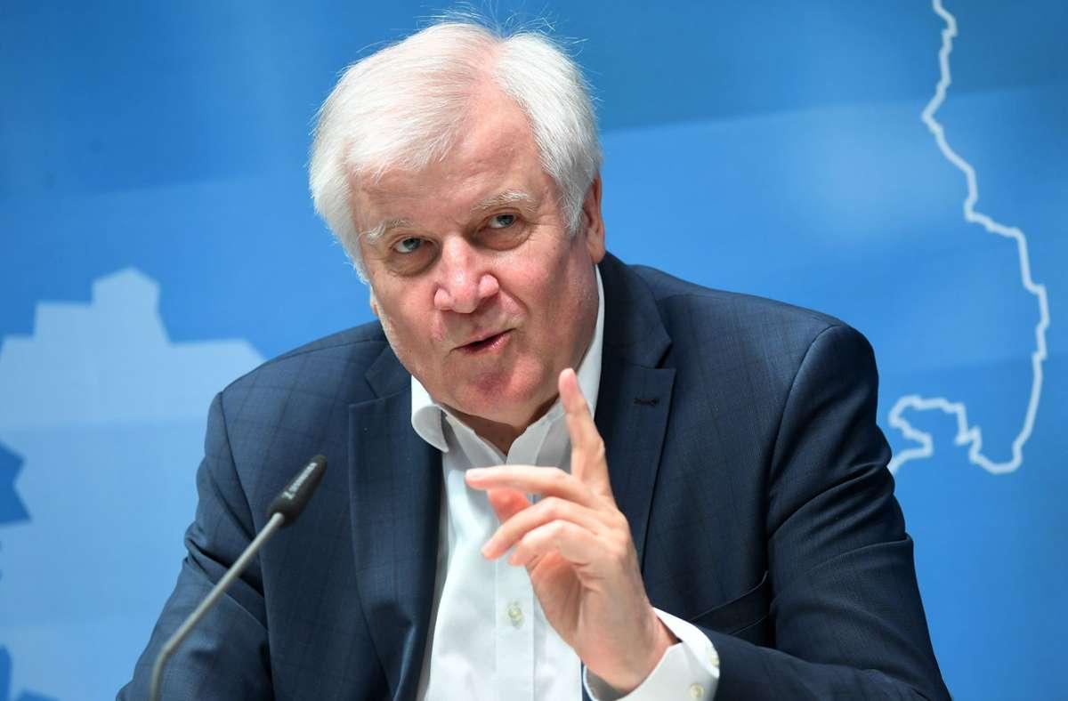 Bundesinnenminister Horst Seehofer (CSU) will eine Studie über Gewalt gegen Polizei. Foto: dpa/Martin Schutt