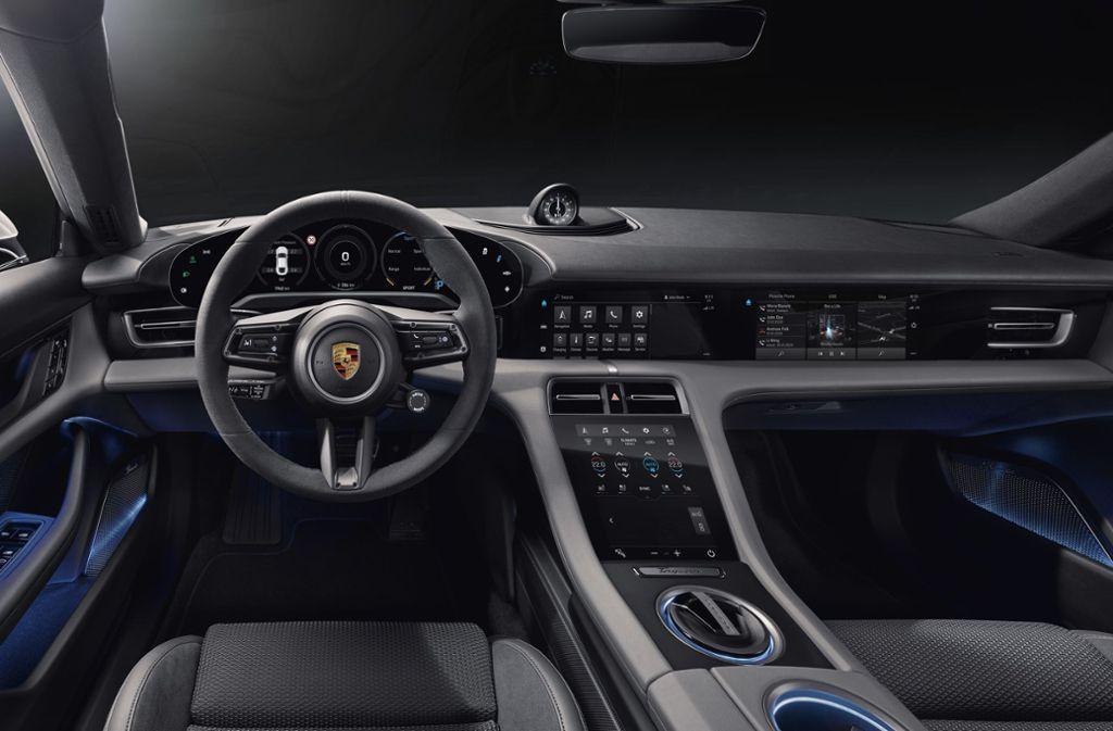 Ein erster Blick in den Innenraum des ersten E-Porsche Taycan Foto: Porsche