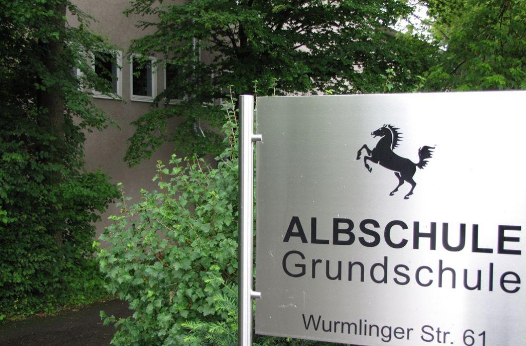 Nach den Plänen der Stadt soll die Grundschule Albschule in Degerloch einmal nur noch vom benachbarten Wilhelms-Gymnasium und der Fritz-Leonhardt-Realschule genutzt werden. Foto: Judith Sägesser