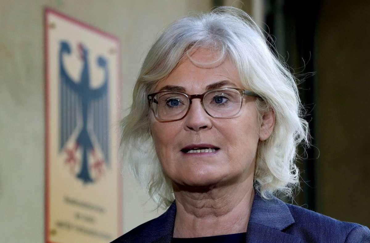 Bundesjustizministerin Christine Lambrecht hält mehr Rechtssicherheit und Transparenz in der digitalen Welt für notwendig. (Archivbild) Foto: AFP/MICHAEL SOHN