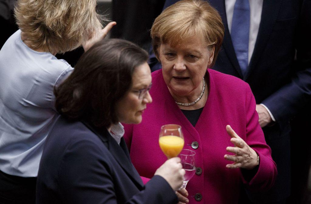 So hat die  Groko angefangen: die beiden Parteivorsitzenden Angela Merkel und Andrea Nahles nach der Unzeichnung des Koalitionsvertrags. Foto: Getty Images Europe