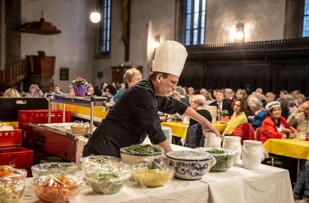 Zahlreiche Menschen werden jedes Jahr in der Leonhardskirche in Stuttgart verköstigt. (Archivbild) Foto: Lichtgut/Julian Rettig