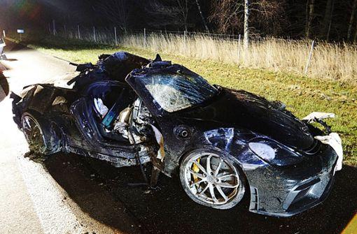Porsche überschlägt sich auf Autobahn – Fahrer stirbt