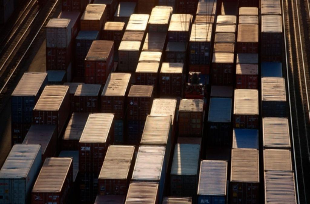 Ein Großteil der Güter wird in Containern transportiert. Foto: dpa