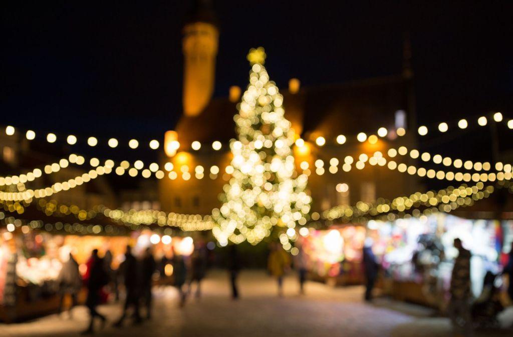 Der Betrunkene war in einen Weihnachtsmarktstand in Heubach gefahren. (Symbolbild) Foto: Shutterstock/Syda Productions