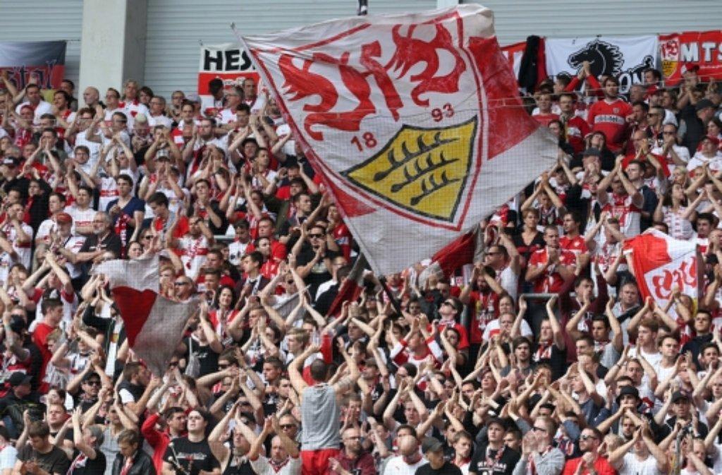 Viele Fans des VfB Stuttgart warteten im Vorfeld der Partie gegen Manchester City vergeblich auf ihre bestellten Karten.  Foto: dpa