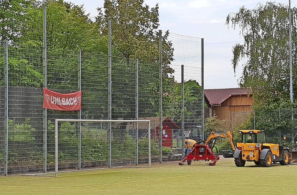 Über den rechten Flügel kommt wohl in absehbarer Zeit beim TSV Uhlbach nicht viel aufs Tor. Foto: