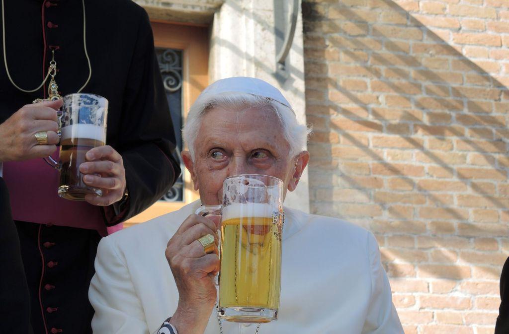 Pils ist mit Abstand die beliebteste Biersorte der Deutschen (37 Prozent). Danach folgen Weizen/Weißbier (10,3 Prozent), Bier-Mix-Getränke mit Limonade (10,5 Prozent) und Export-Bier (8,7 Prozent, alle Zahlen für 2016). Foto: dpa