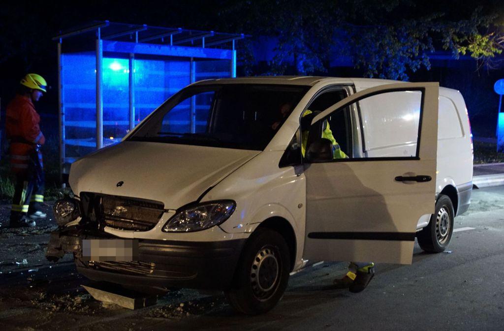 Die Zeitungsausträgerin wird durch den Unfall verletzt. Foto: SDMG