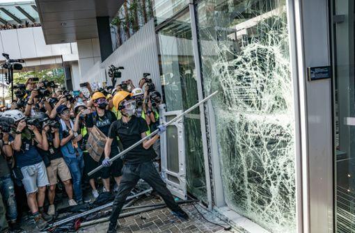 Demonstranten stürmen Parlament