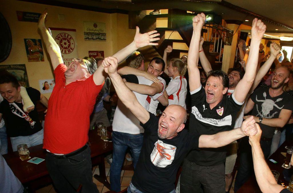 Grund zum Jubeln: Eurosport findet eine Übergangslösung für die Bundesligaübertragung in Gaststätten. Foto: Pressefoto Baumann