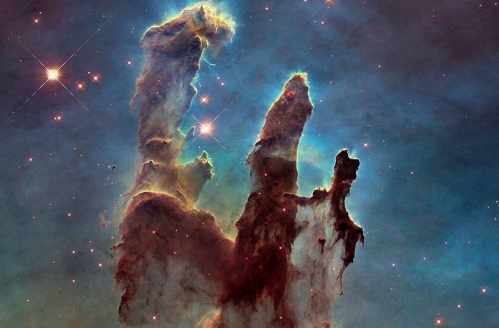 Bei der Urknall-Theorie geht man davon aus, dass sich das Universum im Laufe der letzten rund 14 Milliarden Jahre aus einem extrem heißen und sehr dichten Zustand heraus entwickelt hat. Das Foto zeigt den Eagle Nebula (Adlernebel), der von der Sonne rund 7000 Lichtjahre entfernt ist. Foto: Nasa/Esa/Hubble Heritage Team (STScI/AURA)