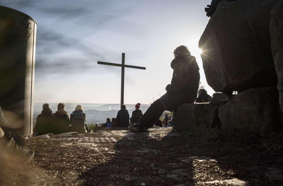 150 Teilnehmer waren beim Ostergottesdienst auf dem Birkenkopf in Stuttgart zugelassen. Foto: Lichtgut/Julian Rettig