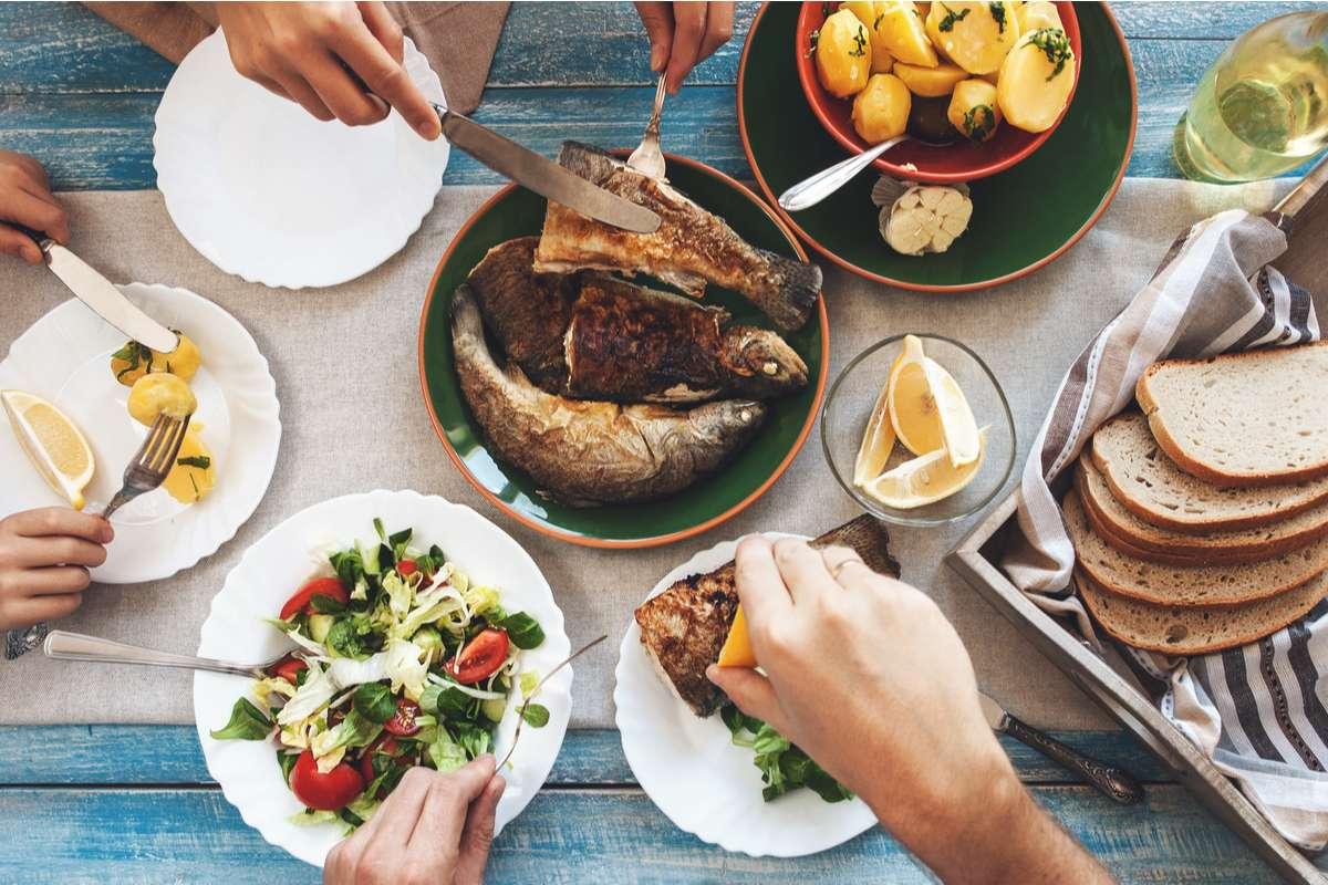 Bei vielen kommt an Karfreitag Fisch statt Fleisch auf den Tisch. Foto: Soloviova Liudmyla/Shutterstock