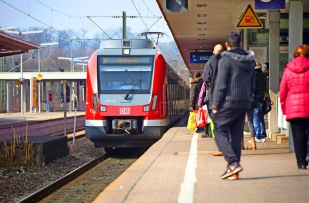 Die S-Bahnen der Linie 1 halten am Wochenende nicht zwischen Bad Cannstatt und Mettingen. Foto: Michael Steinert