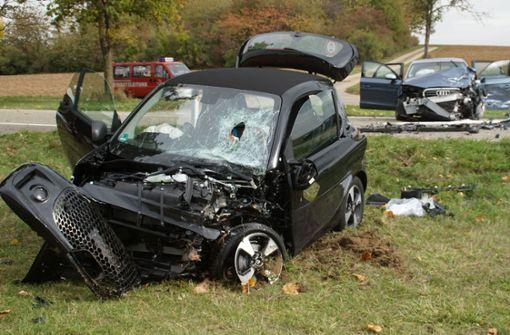 81-jähriger Autofahrer kommt in Gegenverkehr – vier Schwerverletzte