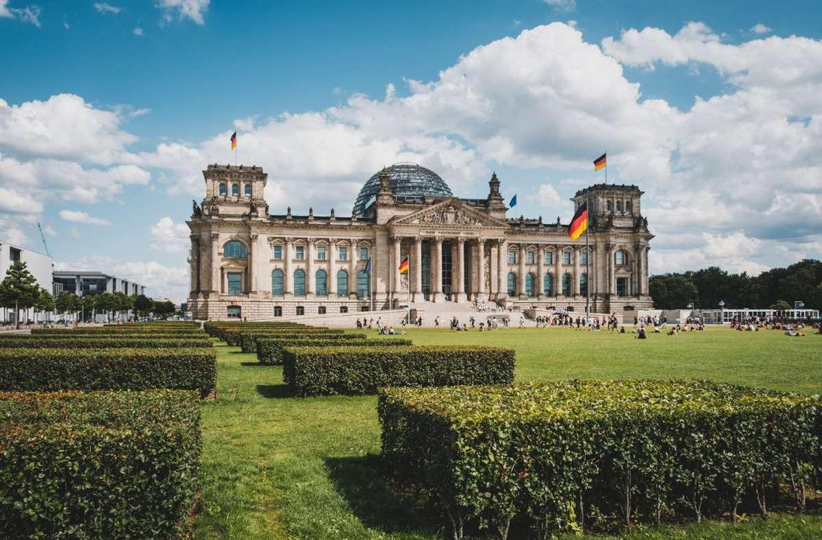 Die Idylle trügt: So friedlich wie auf diesem Stillleben ist es im Reichstag nicht immer zugegangen. Foto: hanohiki - stock.adobe.com