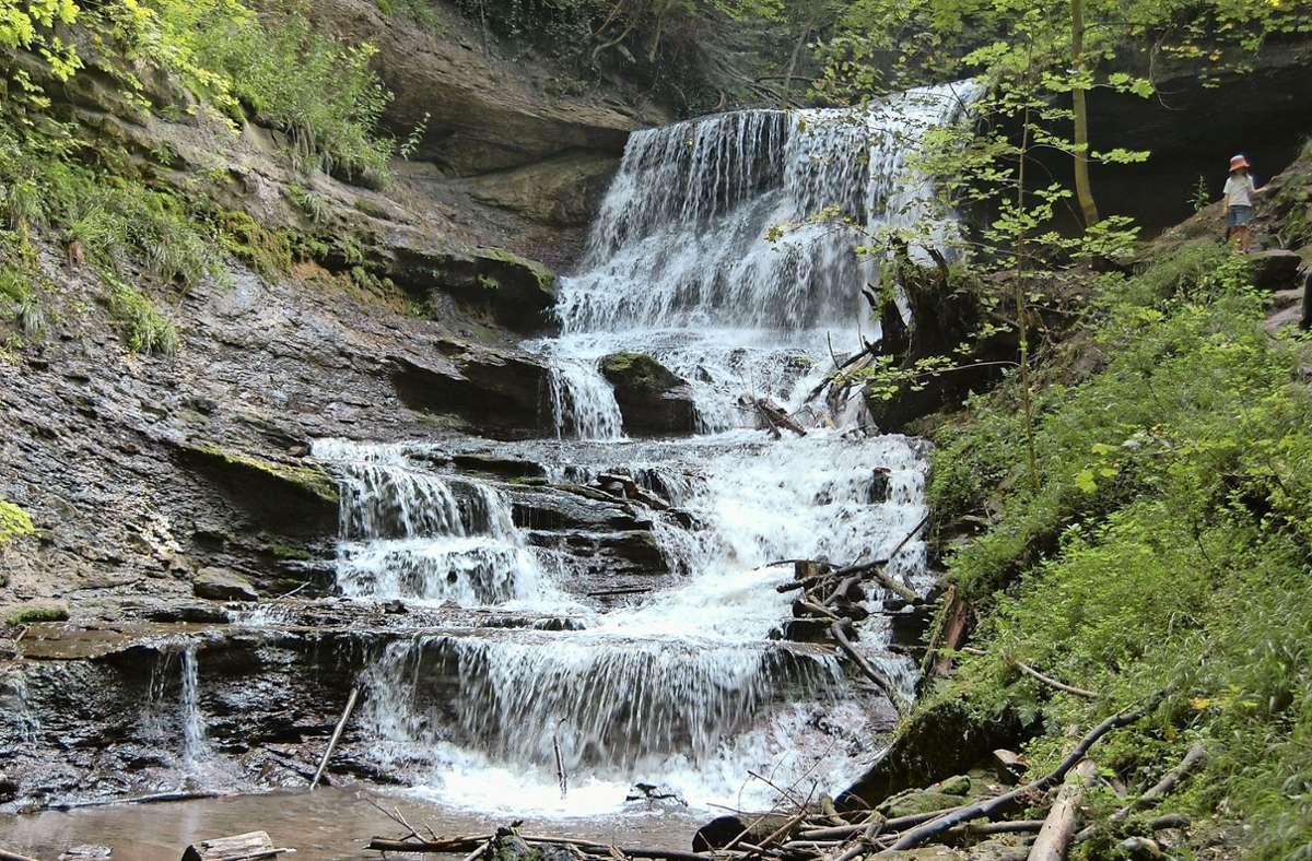 Die Hörschbach-Wasserfälle sind eine der spektakulärsten Sehenswürdigkeiten am 50 Kilometer langen Rems-Murr-Wanderweg. Foto: Fremdenverkehrsgemeinschaft Schwäbischer Wald
