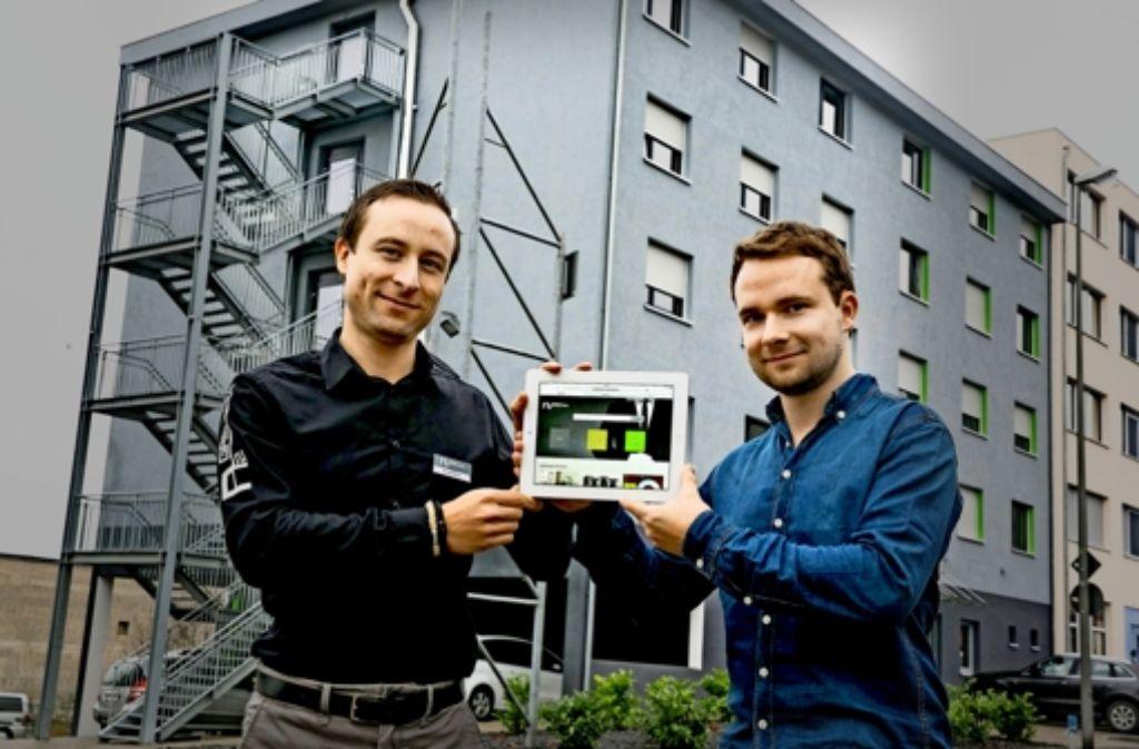 David und Samuel Härtl (rechts) mit der von ihnen entwickelten App Foto: Horst Rudel