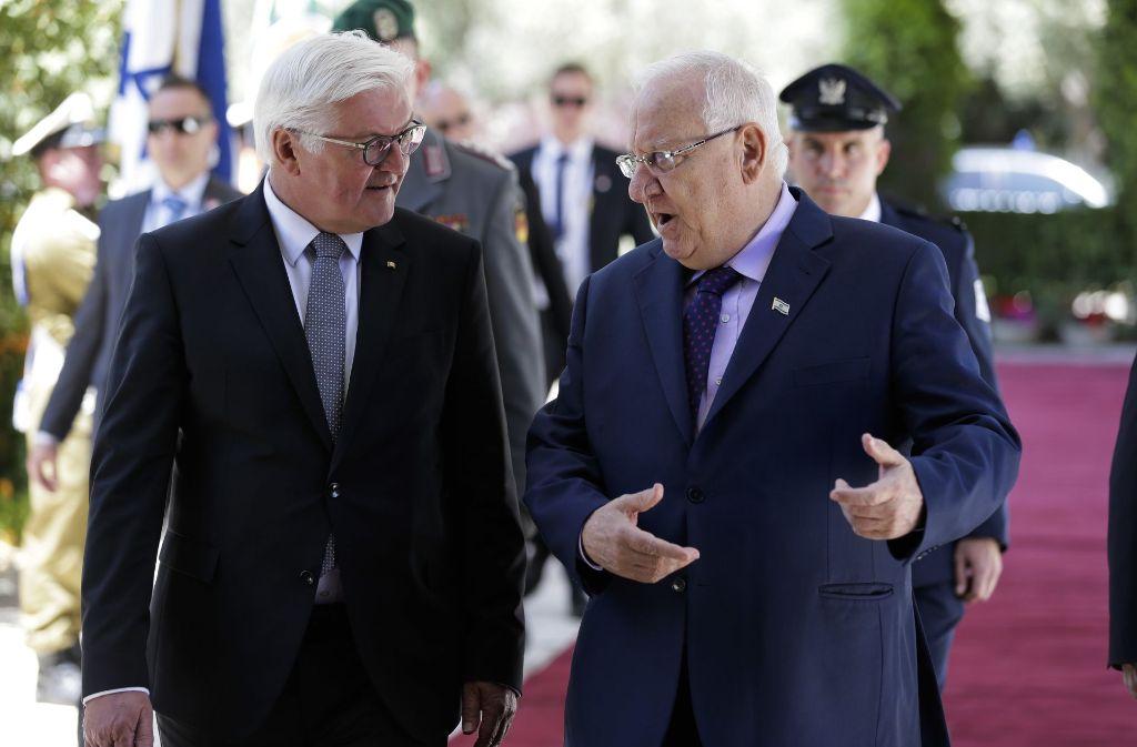 Bundespräsident Frank-Walter Steinmeier mit dem israelischen Präsidenten Reuven Rivlin. Foto: AP