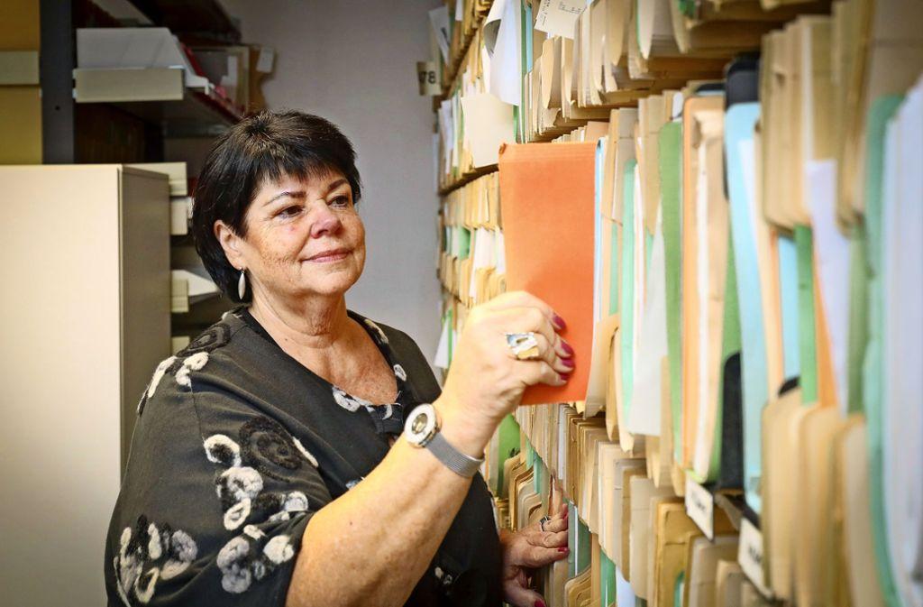 """""""Steuerrecht ist voll spannend"""": Dem Satz kann Ulla Ott nur zustimmen, die Geschäftsstellenleiterin arbeitet seit 1973 im Finanzamt Böblingen. Foto: factum/Granville"""