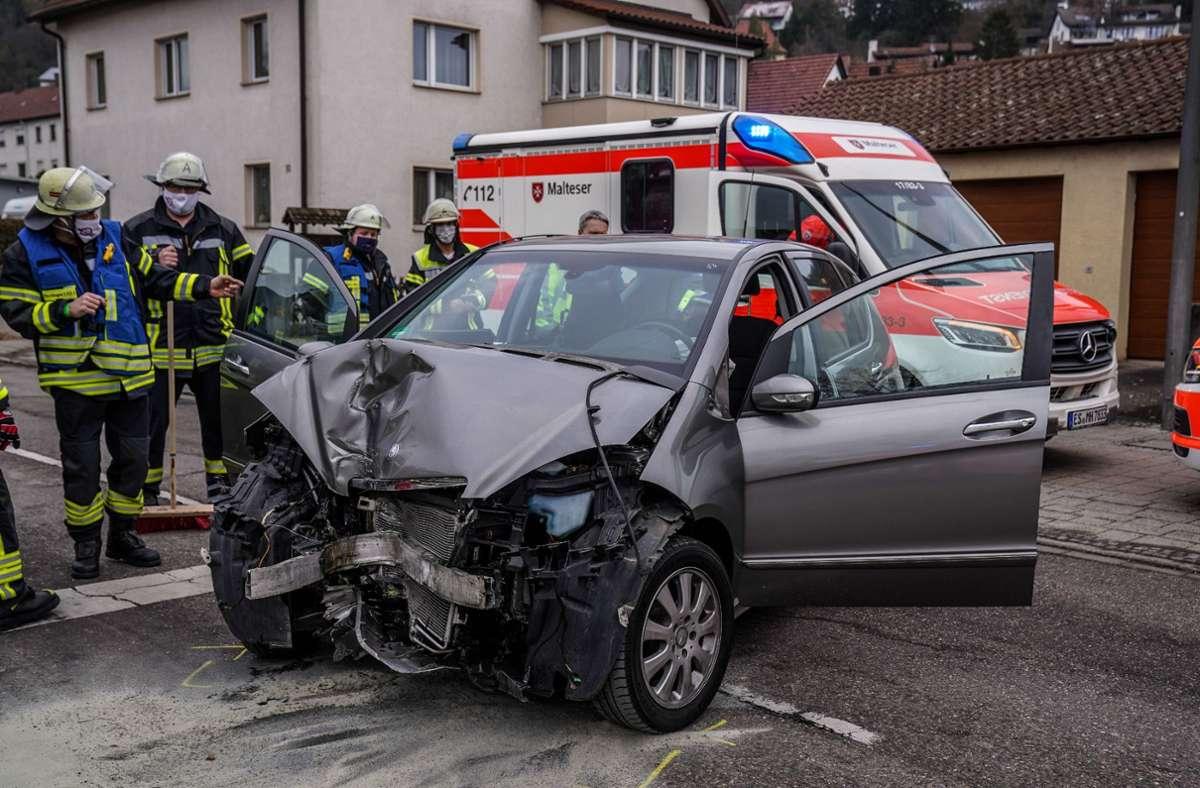 Der Schaden am Auto ist groß. Foto: /SDMG/Kohls