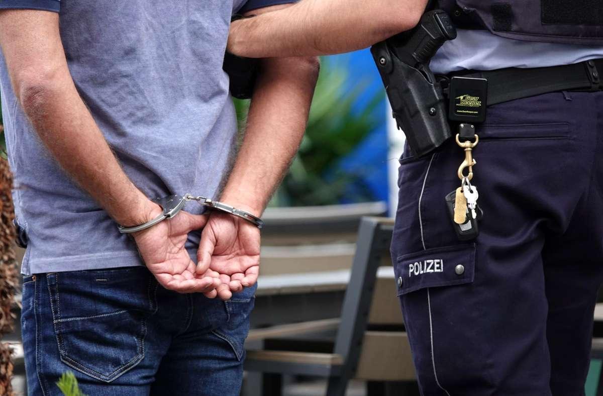 Die Polizei hat vier Tatverdächtige ermittelt. (Symbolbild) Foto: dpa/Johannes Neudecker