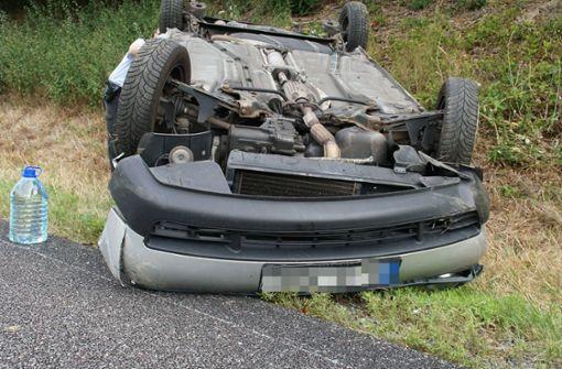 Auto überschlägt sich – Zwei Menschen schwer verletzt