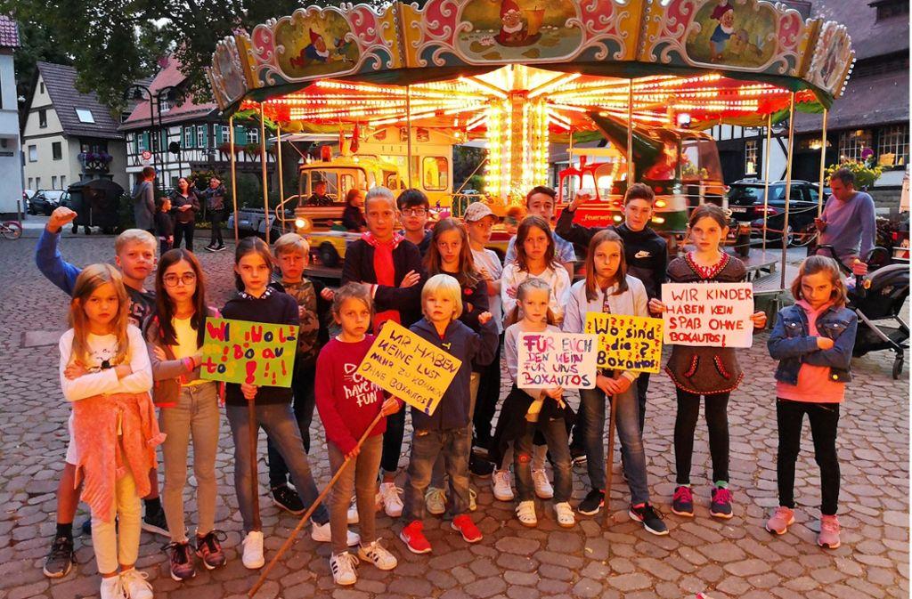 Die kleinen Demonstranten fordern ihren Autoscooter zurück. Foto: Fotoagentur-Stuttg