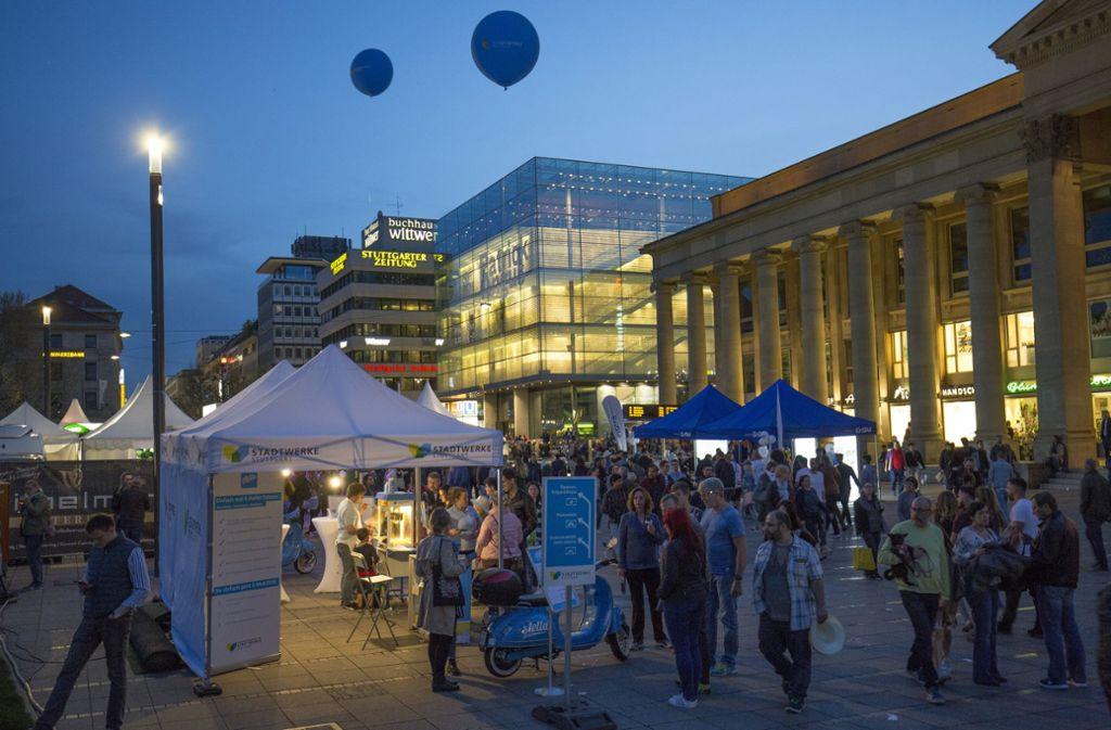 Die langen Einkaufsnächte locken jeweils bis zu 200000 Menschen in die Stadt Foto: Lichtgut/Leif Piechowski