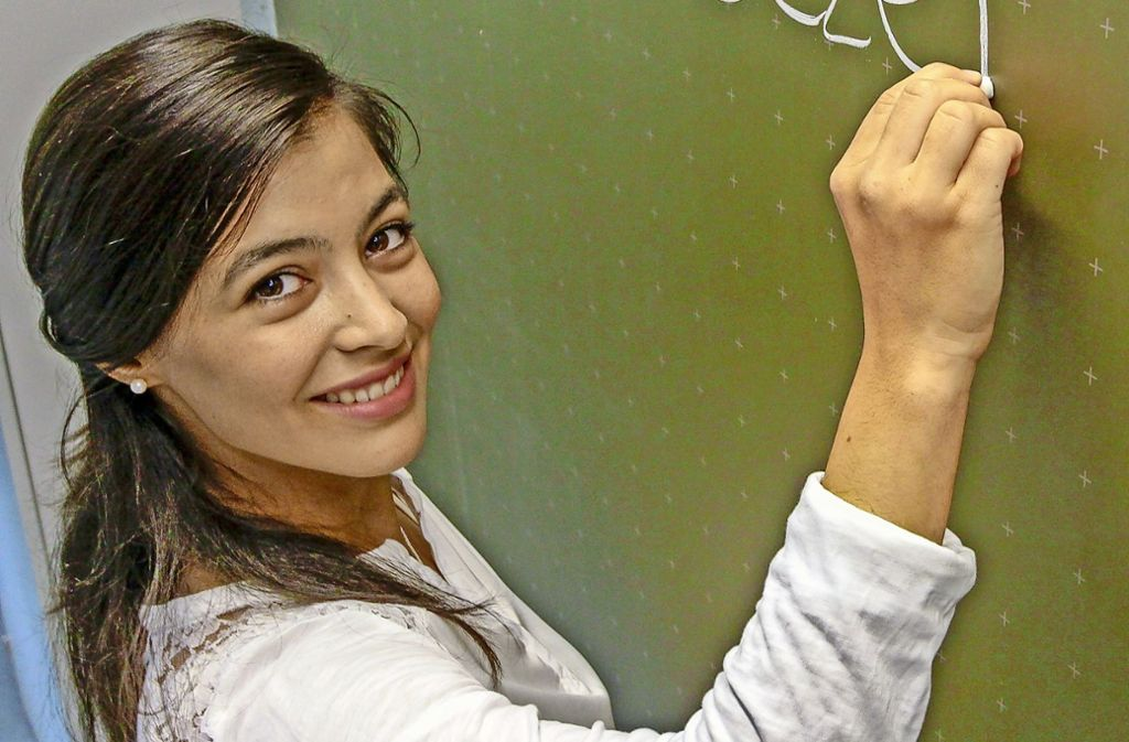 Merve Sezer unterrichtet Mathematik, Philosophie und Ethik. Foto: factum/Bach