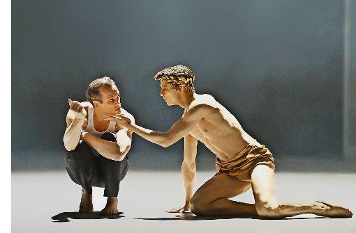 Matthias Klink als Gustav von Aschenbach undDavid Moore als Apollon Foto: Oper Stuttgart